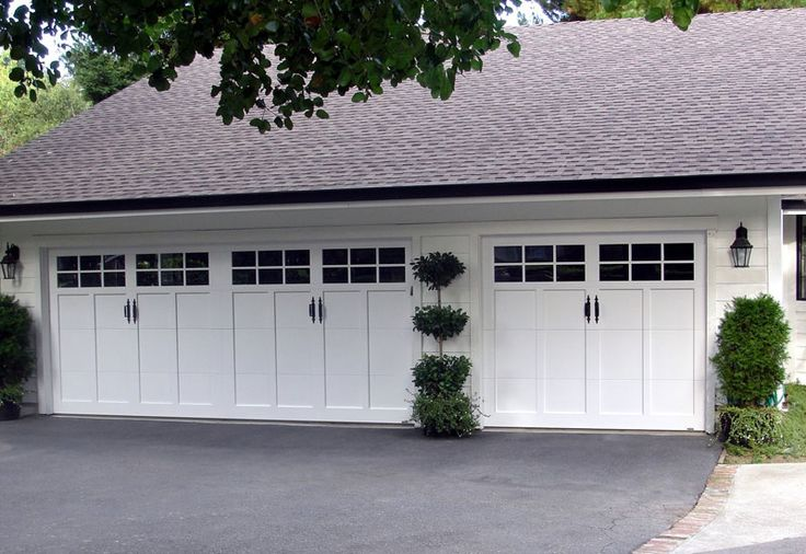 http://www.entrydoorwithsidelights.com/carriage-house-garage-door/ carriage house garage door