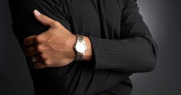 Los 10 mejores relojes para hombre. Elegir un reloj para hombre puede ser algo abrumador, debido a la cantidad de opciones disponibles. Desde marcas lujosas de relojes de todos los días hasta relojes de buceo y aeronáuticos, hay muchos tipos de estilos, materiales y tecnologías de las cuales puedes elegir. Escoge un reloj que más se ajuste a tu estilo de vida, a tu presupuesto y a ...