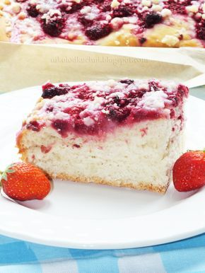 Ciasto Drożdżowe z Malinami, Kruszonką i Lukrem