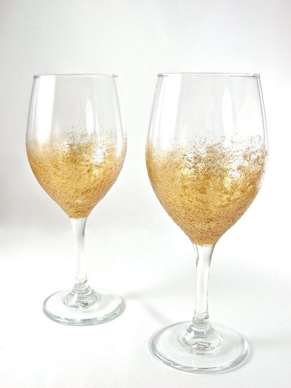 5 ways to diy your new year s eve glitter glasses and. Black Bedroom Furniture Sets. Home Design Ideas