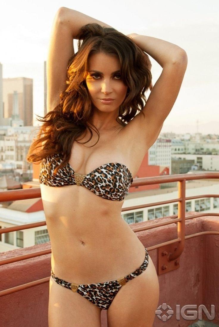 bf-bd-cb-tanit-phoenix-ign-bikini-lingerie-photoshoot-resize-993491284.jpg…