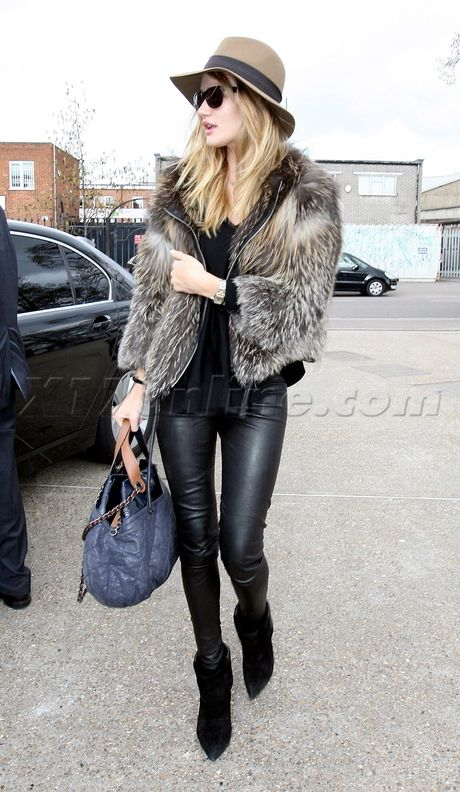 nice leather & fur outfit for fall / winter