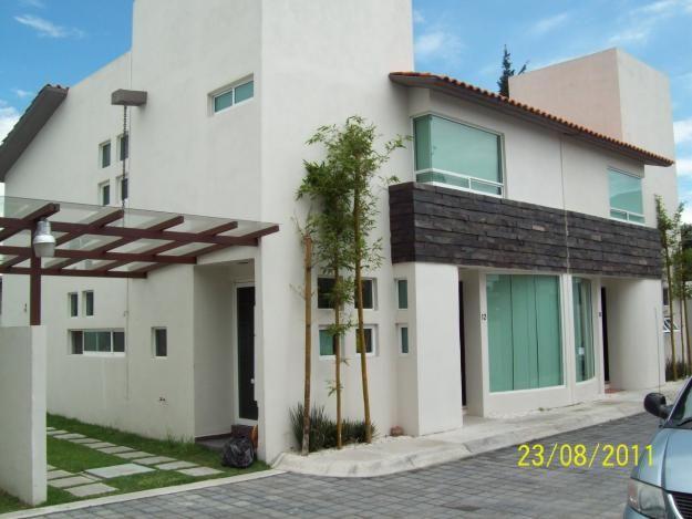 Fachadas de casas modernas fachada moderna de casa con for Construcciones de casas modernas