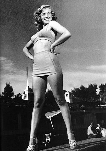 Marilyn Monroe strutting her stuff at the Racquet Club in ...