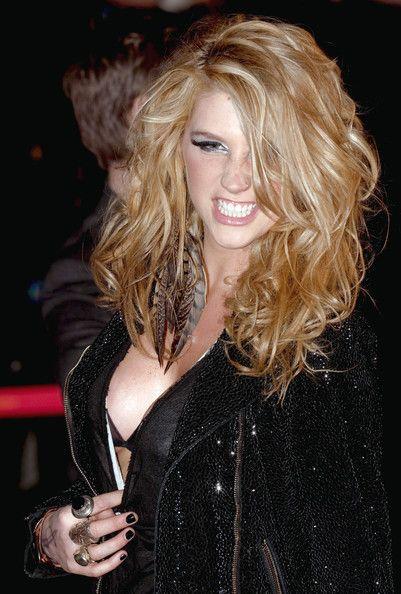 love the blonde hair!