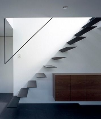 Minimal staircase railing. Ring by Apollo Architects & Associates.
