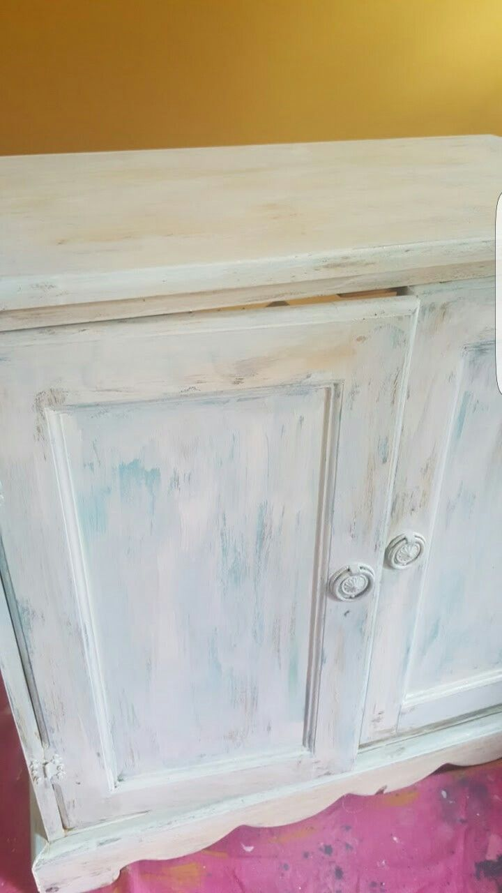 Layed chalk paint and wax