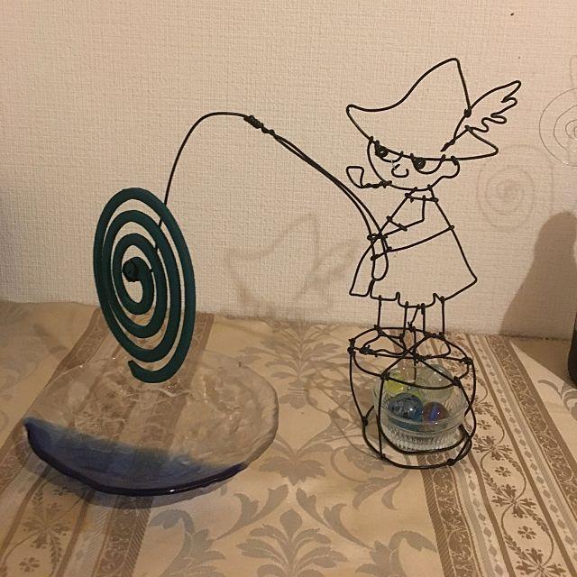 蚊取り線香ホルダー   | 100均でもよく見かけるワイヤーは、手作り雑貨に使える材料です。ワイヤー・クラフトに必要なのは、ワイヤーとペンチなど。ワイヤーを好きなように曲げたり、折ったりして、好きなキャラクターやモチーフを作りましょう。ワイヤー・クラフトを楽しんでいるユーザーさんたちの作品とアイデアをご紹介します。