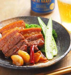 柔らかく仕上げることが難しい塊肉を使った煮込み料理も「コーラ」を使うことで楽々簡単にできますよ♪こってりとした甘さがおいしいレシピを集めました。 ■豚ばら肉のコーラ煮  豚ばら肉のコーラ煮by 筋肉料理人さん 圧力鍋を使わずにフライパンで煮る豚バラ肉のコーラ煮です。炭酸効果で柔らかく仕上がるので、料理酒が必要ありません。浮いてくる脂をしっかりすくってとろ火で煮るのがおいしく作るポイントです。▼レシ