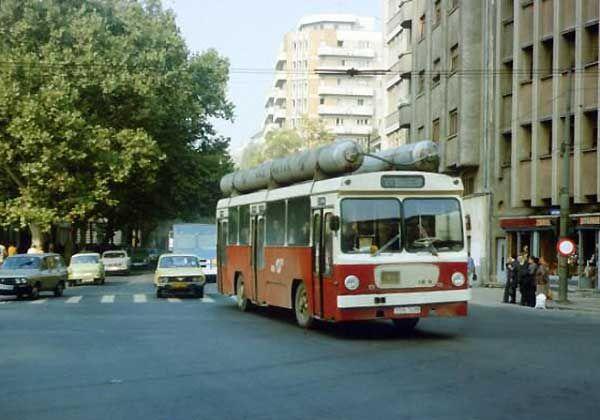 Vă mai amintiţi de autobuzele scurte IkarusIK4? Este vorba de cele construite de Ikarus Zemun din Belgrad, în timpul fostei Republici Socialiste Federative Iugoslavia, şi nu de cele construite în Budapesta. IK4 aducea un design nou, un plus de silenţiozitate, geamuri faţă mari, spaţiu ...