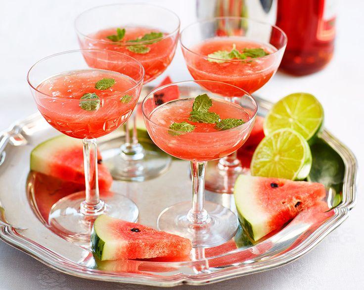God och väldigt enkel fördrink med Campari, soda, vattenmelon, lime och mynta. Receptet är per drink - öka mängden med antal personer och servera i en kanna.