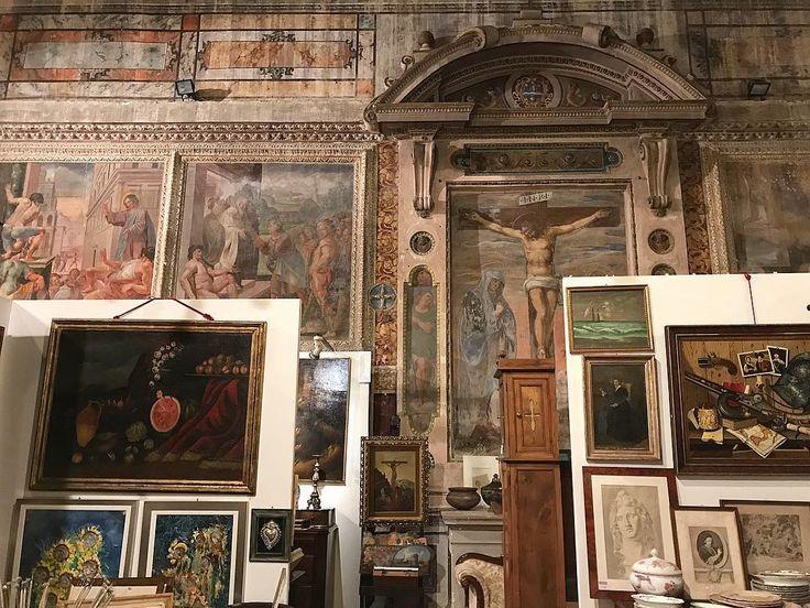 Antiques shop in a deconsecrated church #italogram #igersumbria