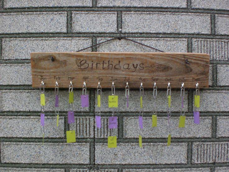 Calendrier anniversaires en bois gravé à la main  Décoration