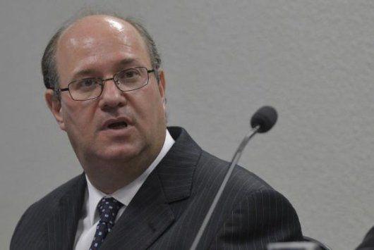 Goldfajn será sabatinado na quarta-feira pelo Senado - http://po.st/OIsgWS  #Política - #BC, #Economista, #Itaú