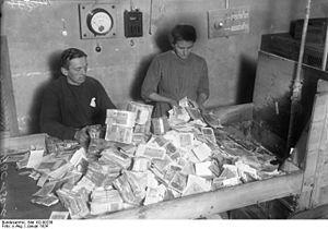 Quien olvide el pasado se condena a repetirlo...    Hiperinflación en la Alemania de los años 20 https://es.wikipedia.org/wiki/Hiperinflación_en_la_República_de_Weimar