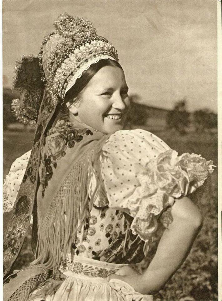 Hungarian folk costume from Kazár, 1934./magyar népviselet