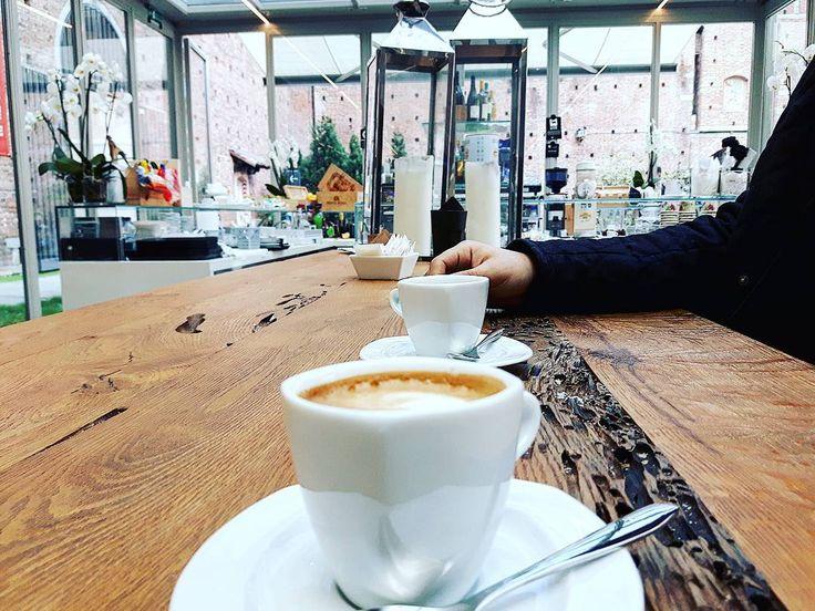 Io ci metto la carica loro il caffè ma la radio che mi parla di ricette a quest'ora proprio no.  Ah e ora hanno messo #partigianoreggiano  #hofameradiosubasio #fame #radiosubasio #benissimo #latergram #milano #mondaycoffee #ineedacoffee #caffe #caffeistheonlyway #cafe #coffee #coffeebreak #coffeeporn #hungry #buongiorno #goodmorning #neverstop #castellosforzesco #milanodavedere #dafareamilano by giuliettas11