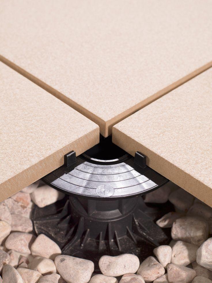 La colección 20MM de porcelánico técnico de URBATEK que garantiza la resistencia y la seguridad en exteriores sobre Suelo Técnico elevado STE. - #arquitectura contemporánea - #architecture #interiorism #interiordesign #terraces #home #living #minimalism #beige