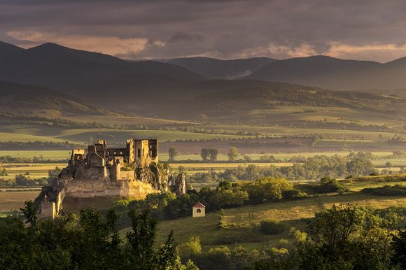 Morning at the Beckov castle