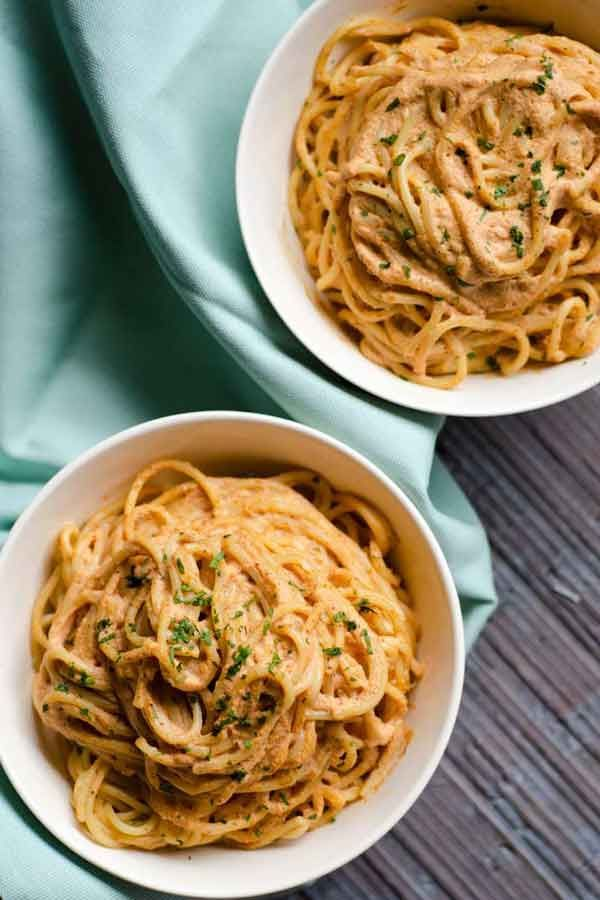 vegan creamy chipotle pasta i am obsessed with this creamy chipotle pasta the sauce is so easy to make and pr chipotle pasta whole wheat pasta pasta recipes pinterest