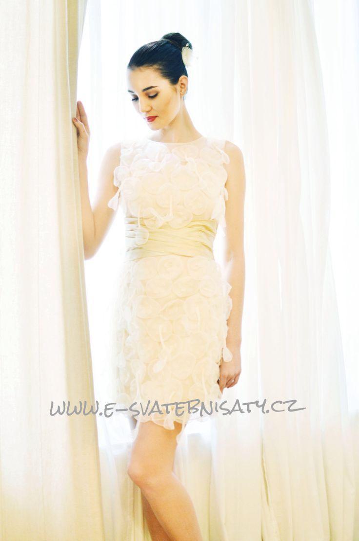 www.e-svatebnisaty.cz Online pujcovna modelka Kristyna Schickova
