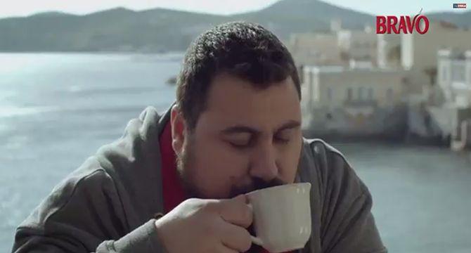Απίστευτο νέο διαφημιστικό στην Σύρο
