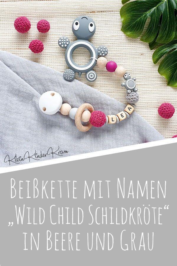 """Beißkette mit Namen """"Wild Child Schildkröte"""" in Beere und Grau – KleinKinderKram – handgemacht & individuell: deine Schnullerketten & Co!"""