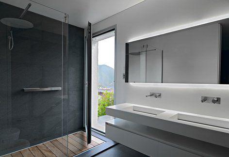 Il progetto riguarda la sistemazione degli spazi interni ed esterni di un'abitazione che occupa l'ultimo piano di una palazzina di nuova costruzione a Lugano.  I committenti desideravano una soluzione su misura, che potesse aggiungere del calore...