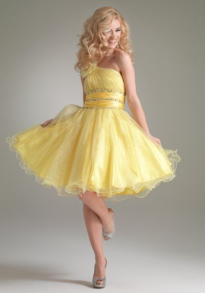 "i want to wear this in a gym covered in twinkle lights dancing to ""why must I be a teenager in love"". oh to be 17 again..  #SephoraColorWashDresses Homecoming, Shorts Prom, Cocktails Dresses, Homecoming Dresses, Yellow Dresses, Promdresses, Parties Dresses, One Shoulder, Prom Dresses"