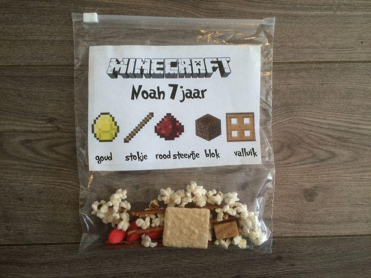 Elk jaar is het weer een denkwerk om leuke traktaties voor mijn zoontjes te verzinnen. Dit jaar stond het verjaardag van mijn oudste zoontje in het teken van Minecraft. Hij vroeg me of ik een leuke...