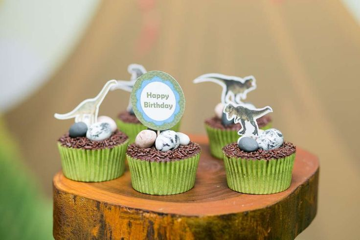 A roaring Dino party | CatchMyParty.com