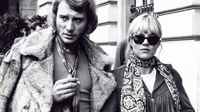 Johnny Hallyday et Sylvie Vartan auraient une fille cachée. C'est du moins ce qu'affirme Eléonore Brand-Théry, qui réclame un test ADN pour prouver la véracité de ses dires.