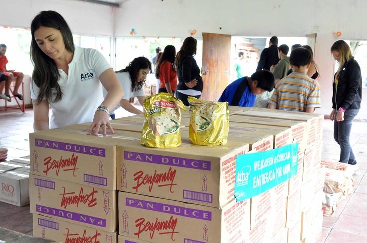 Arba entregó 100 mil pesos en alimentos y productos navideños al Hogar del Padre Carlos Cajade en La Plata