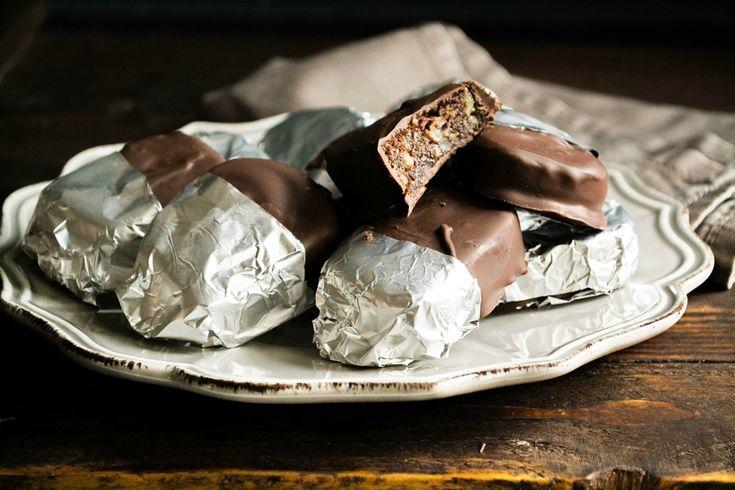 Οι καριόκες, αυτό το «μαγευτικό» γλύκισμα στο ασημόχαρτο, που πότε δεν έφτανε ένα κομμάτι, ναι, οι καριόκες ανήκουν στο TOP10 των πιο αγαπημένων μου γλυκών!
