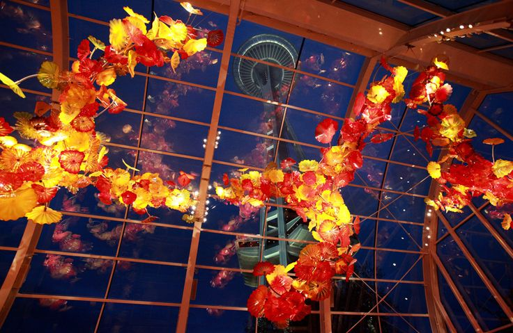 Chihuly garden and glass exhibition at seattle center