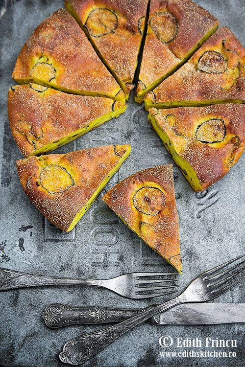Tarta cu ricotta si zucchini - o tarta pufoasa si delicioasa cu ricotta si felii de zucchini caliti cu usturoi.