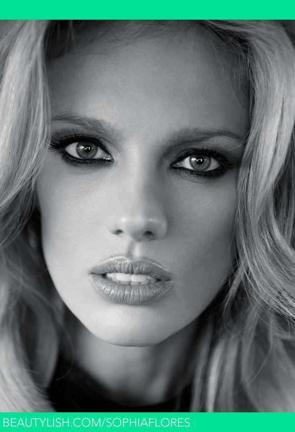 Angie harmon cleavage