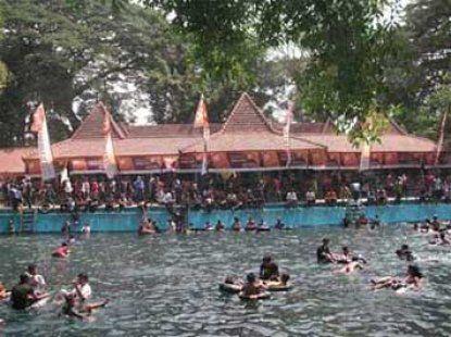 Pemandian Banyu Biru merupakan obyek wisata renang terbuka dengan view pemandangan alam yang letaknya di Desa Sumberejo Kec Winongan, Pasuruan. Tempat ini terdapat empat kolam renan. dua dari empat kolam renang tersebut merupakan kolam renang yang airnya berasal dari sumber alam, warna airnya putih jernih agar kebiru-biruan. Itulah mengapa tempat ini dinamakan Banyu Biru, diambil dari bahasa jawa yang artinya adalah air biru. Dulunya kolam ini dinamakan dengan Telaga Wilis.