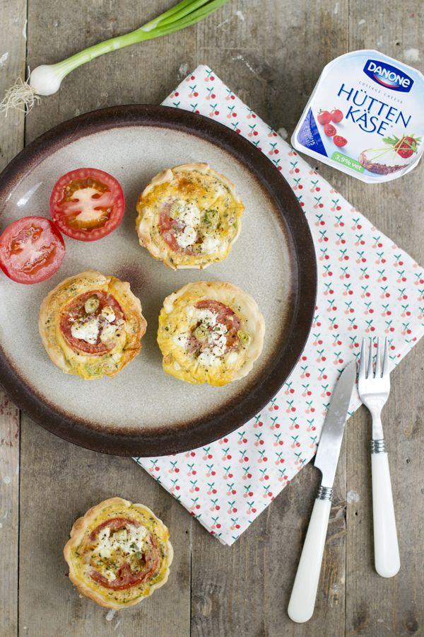 Hartige taartjes met tomaat en huttenkase