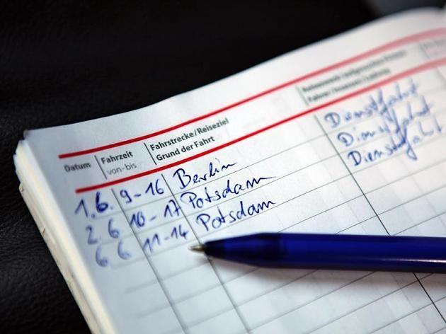 Viele Dienstwagen-Fahrer führen immer noch ein Fahrtenbuch.