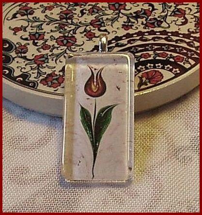 Török tulipán mintás medál, nyaklánccal és külön is megvásárolható. Istanbul ihlette egyedi kézműves ékszereinkről itt tájékozódhatsz: https://www.facebook.com/Melda-Alkot-1661800240703962/photos/?tab=album&album_id=1661809190703067