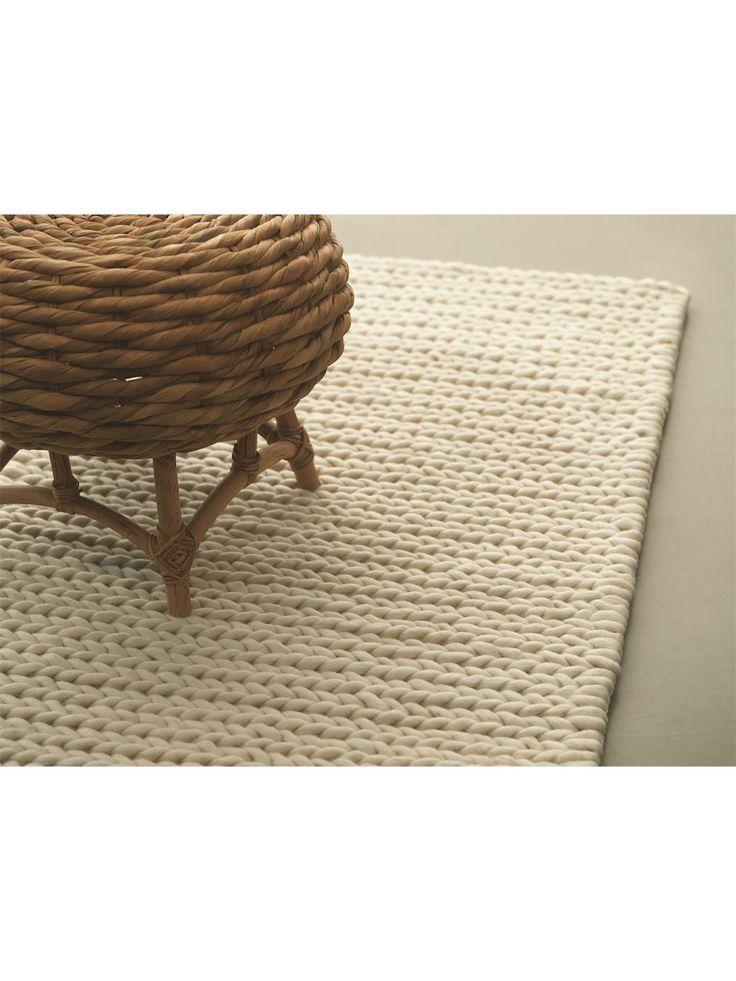 Der Designer Teppich Touch von MEXX vereinigt Gegensätze und bringt sie in Einklang. Grobe Struktur und doch feingliedrig, schlichtes Design und doch edel-elegant. Die schöne - von Hand gewebte - Struktur zieht sich in einer ebenmäßigen Symmetrie von einer auf die andere Seite, lässt den Teppich harmonisch und klar wirken. 100% reine und schadstofffreie Schurwolle lassen den Touch zu einem wahren Naturprodukt werden. #benuta #teppich #interior #rug #retro