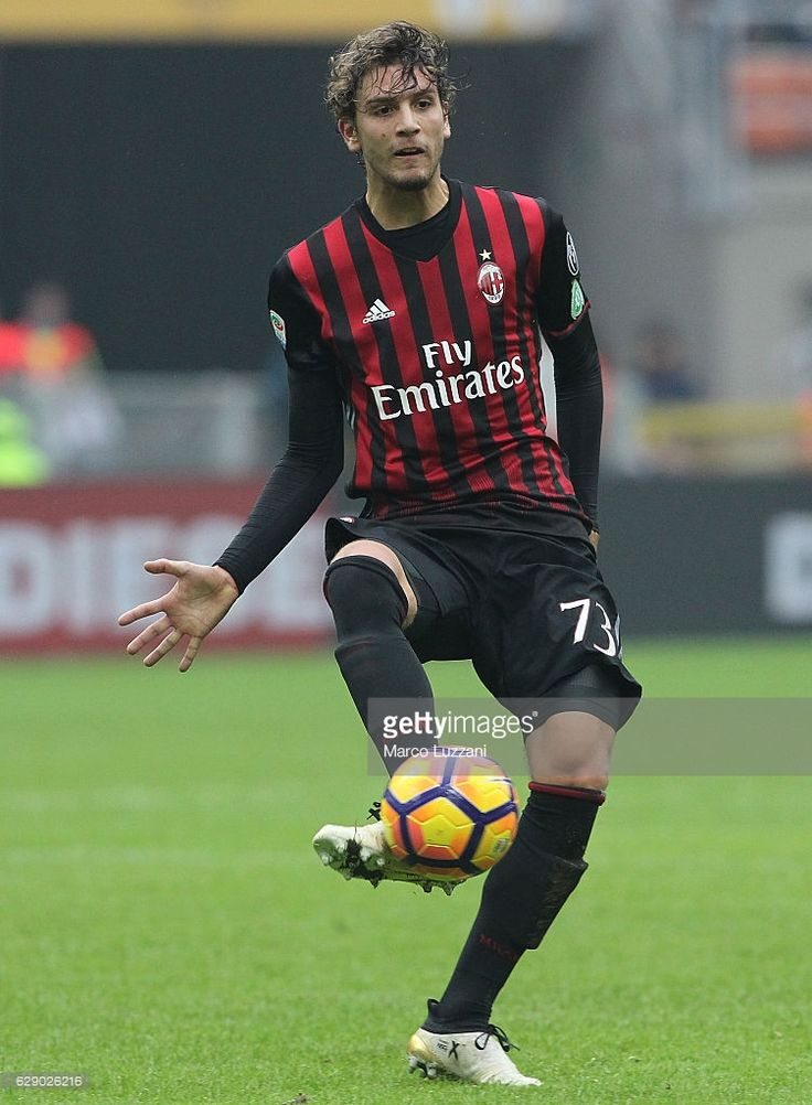 Manuel Locatelli of AC Milan in action during the Serie A match between AC Milan and FC Crotone at Stadio Giuseppe Meazza on December 4, 2016 in Milan, Italy.
