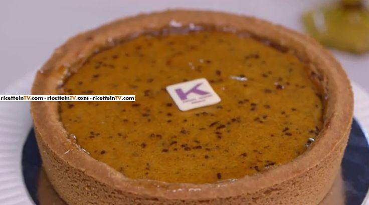 La ricetta della cheesecake con farcia alla zucca, proposta da Ernst Knam nella puntata del 7 ottobre 2016 di Bake Off Italia 4.