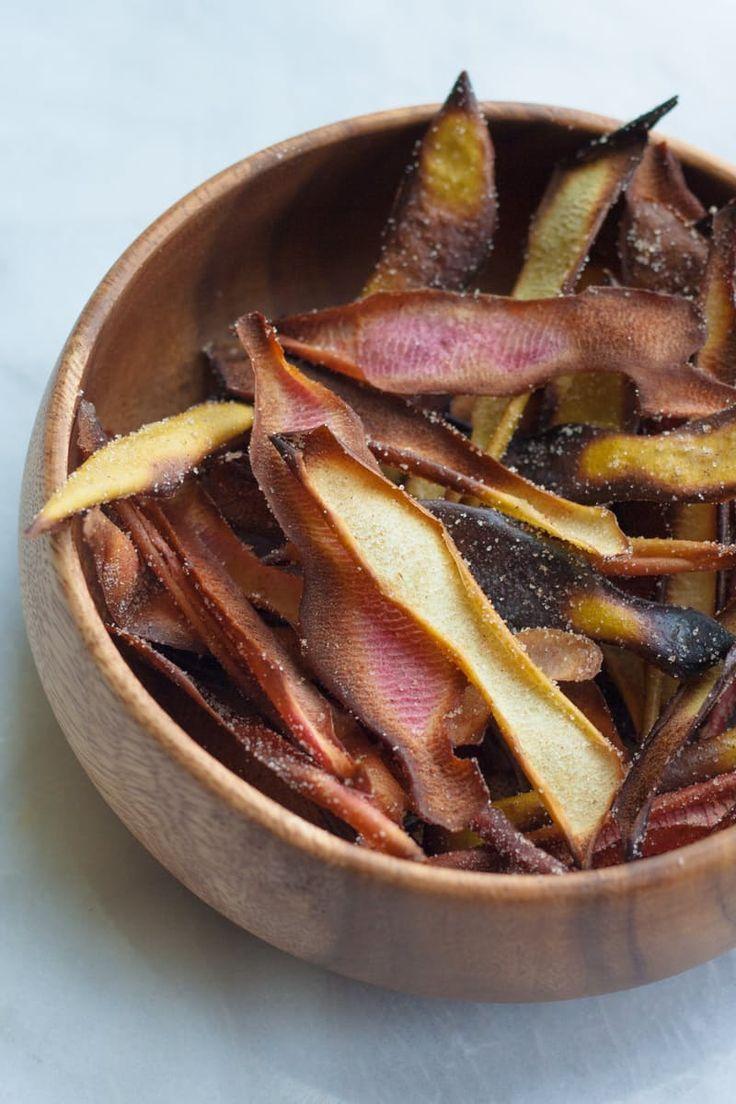 Hmmm, er staat een appeltaart in de oven, maar nu heb je wel een pak appelschillen op overschot. Gooi ze niet weg! Maar maak er een lekker tussendoortje van. Dit heb je nodig appelschillen boter of olijfolie 1 theelepel kaneel 1 theelepele kristalsuiker Aan de slag Besprenkel de appelschillen met olijfolie en kaneelsuiker Leg de … Continued