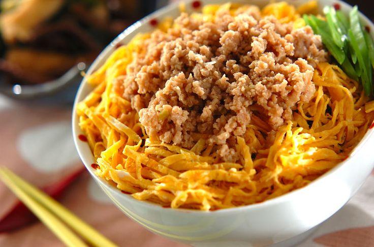 子供から大人までみんな大好きそぼろ丼!鶏そぼろ丼/杉本 亜希子のレシピ。[和食/ご飯もの(寿司、ご飯、どんぶり)]2015.05.18公開のレシピです。