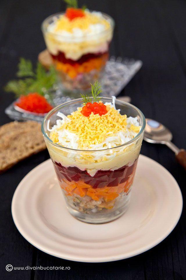 Salata mimoza servita in pahar (verrine) este modul deosebit de a servi o combinatie gustoasa de gusturi, texturi si culori.
