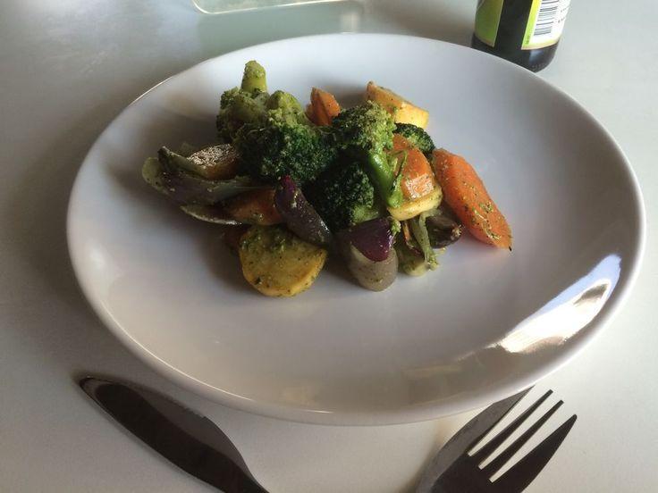 Запечённые овощи под мятно-чесночным соусом