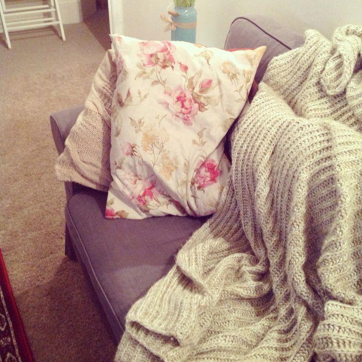 Cosy corner on the sofa <3