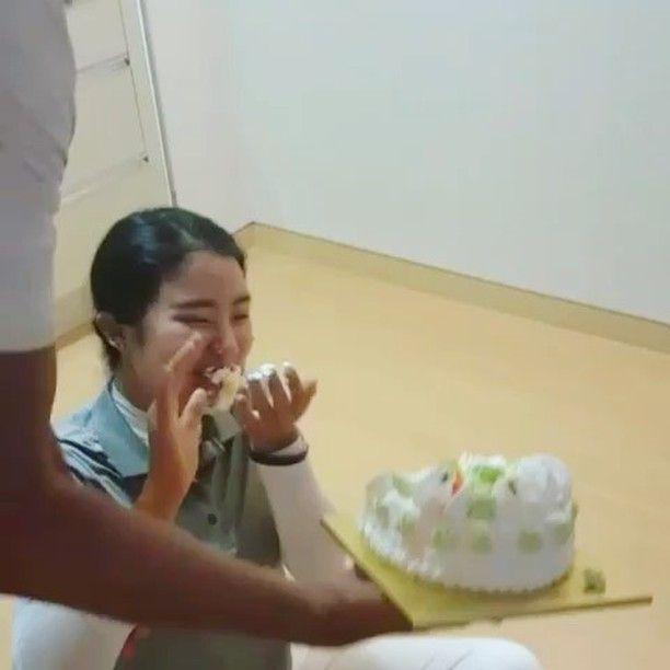 근영아 진심으로 생일 축하한다������ 케익은 내 맘이란다�� ㅋㅋㅋㅋ 나만 케익어택 생존자�������� Happy birthday to my student. Sorry about the cake attack haha�������� Another great memory in Korea #골스타그램#힐마루cc#제자#생일#축하해#미안하다#ㅋㅋㅋ#happybirthday#to#my#student#cake#attack#funday#allday http://butimag.com/ipost/1560910729173938613/?code=BWpeAnCgjG1